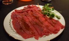 Carpaccio de bœuf et sa sauce au vinaigre balsamique